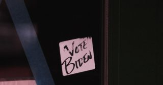 Post it note that says Vote Biden on it